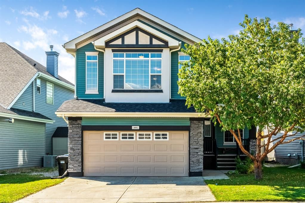 Welcome home to 101 Royal Oak Cr NW!