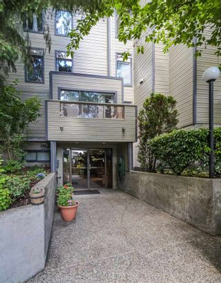 """Photo 3: 106 225 MOWAT Street in New Westminster: Uptown NW Condo for sale in """"The Windsor"""" : MLS®# R2276489"""