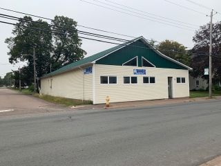 Photo 1: 106 Church Street in Amherst: 101-Amherst,Brookdale,Warren Commercial  (Northern Region)  : MLS®# 202107448
