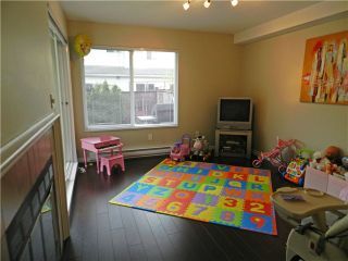 Photo 5: 1 5635 LADNER TRUNK Road in Ladner: Hawthorne Condo for sale : MLS®# V946292