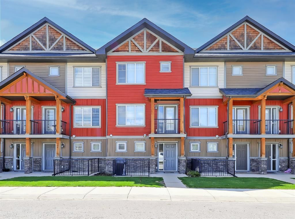 Main Photo: 142 Skyview Springs Manor NE in Calgary: Skyview Ranch Row/Townhouse for sale : MLS®# A1128510