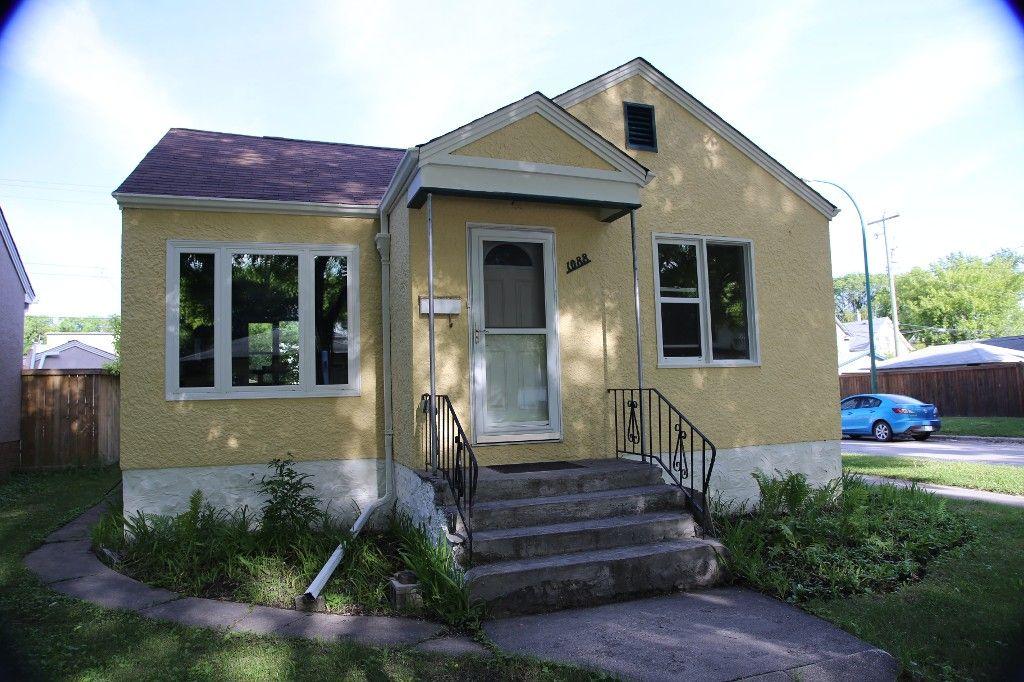Photo 1: Photos: 1088 Sherburn Street in Winnipeg: West End Single Family Detached for sale (West Winnipeg)  : MLS®# 1414577