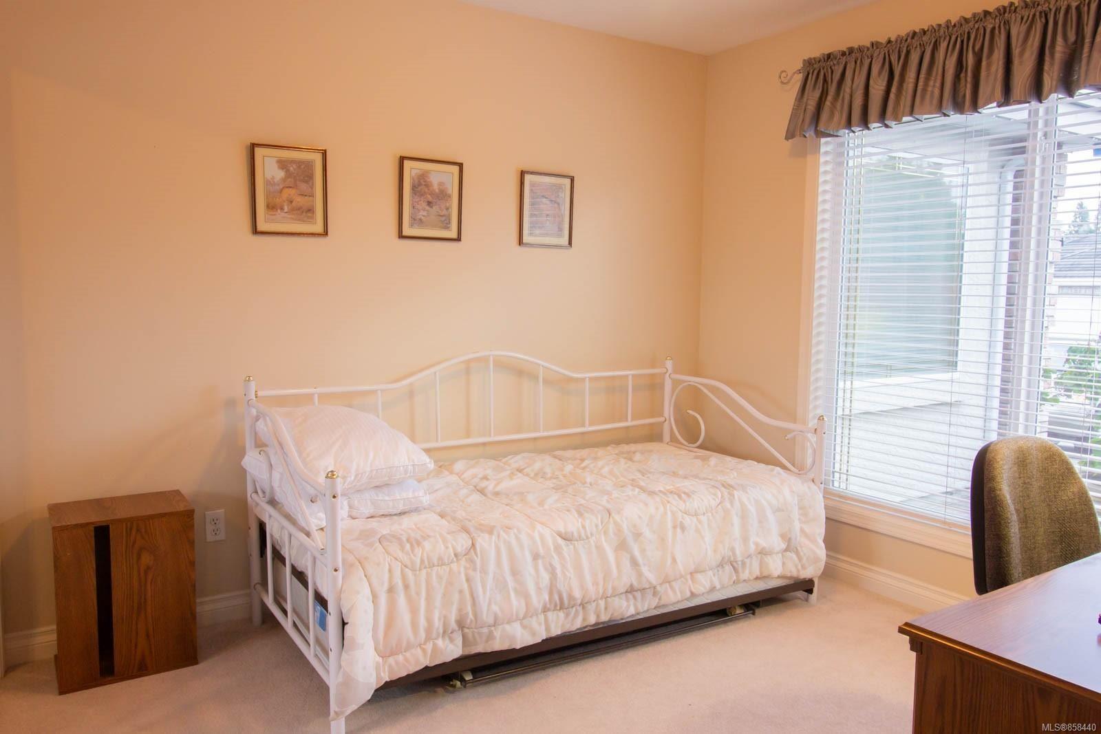 Photo 9: Photos: 798 Devon Pl in : PQ Qualicum Beach House for sale (Parksville/Qualicum)  : MLS®# 858440