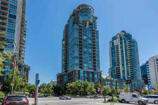 Photo 1: 2105 1128 QUEBEC STREET in Vancouver East: Home for sale : MLS®# R2215905