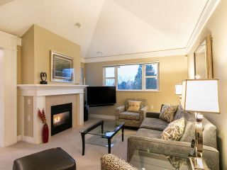 """Photo 3: 304 3088 W 41ST Avenue in Vancouver: Kerrisdale Condo for sale in """"LANESBOROUGH"""" (Vancouver West)  : MLS®# R2323364"""