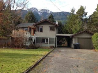Photo 1: 41651 COTTONWOOD Road in Squamish: Brackendale House for sale : MLS®# R2329962
