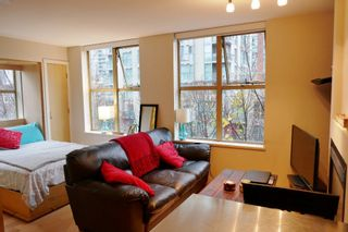 """Photo 3: 407 969 RICHARDS Street in Vancouver: Downtown VW Condo for sale in """"MONDRIAN II"""" (Vancouver West)  : MLS®# R2419984"""