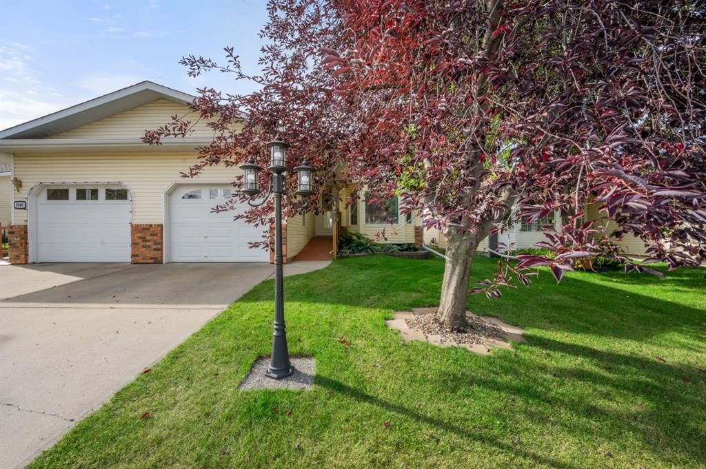 Main Photo: 5511 Silverthorn Road: Olds Semi Detached for sale : MLS®# A1142683