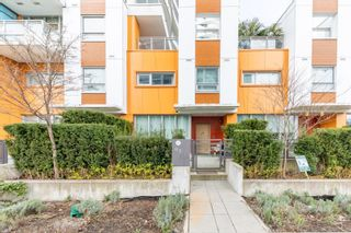 """Photo 3: TH3 13303 CENTRAL Avenue in Surrey: Whalley Condo for sale in """"THE WAVE"""" (North Surrey)  : MLS®# R2614892"""