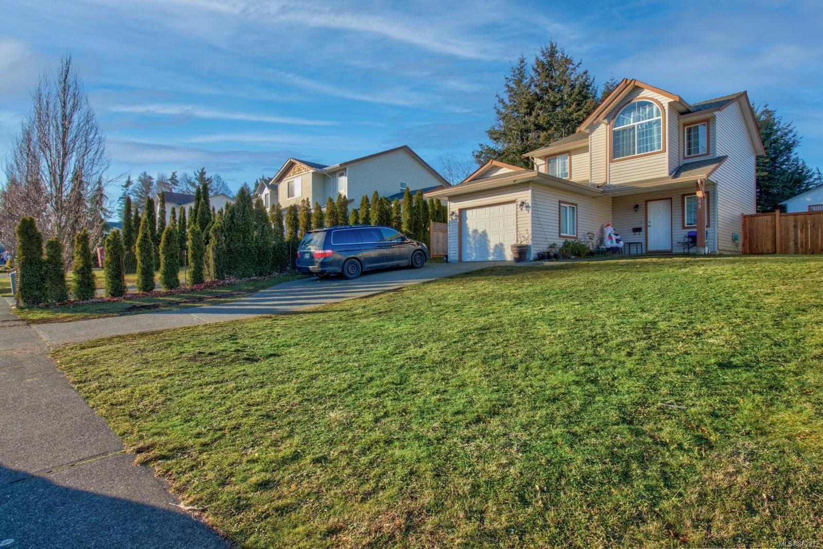 Main Photo: 549 Deerwood Pl in : CV Comox (Town of) House for sale (Comox Valley)  : MLS®# 862277