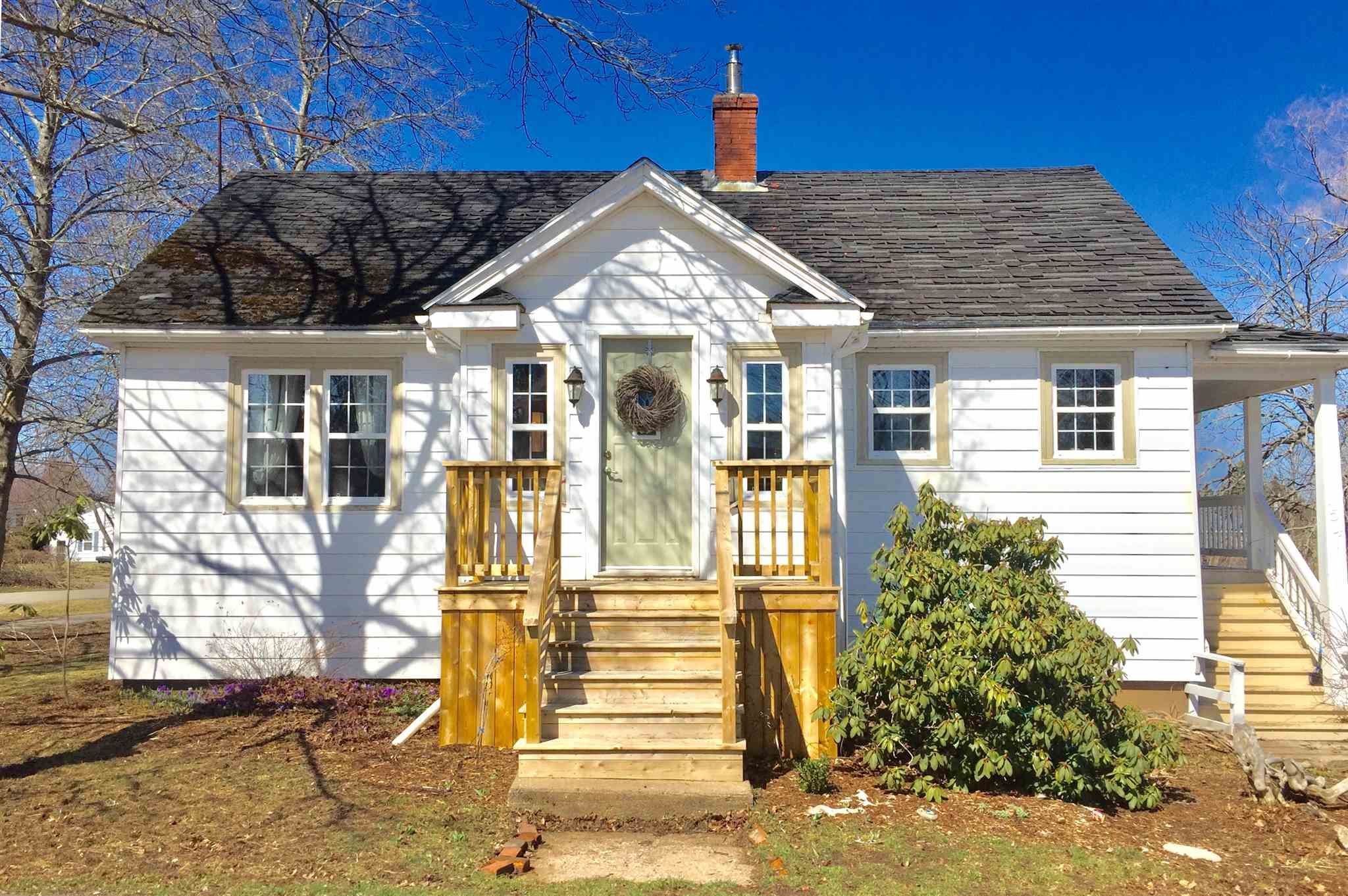 Main Photo: 154 Cottage Street in Berwick: 404-Kings County Residential for sale (Annapolis Valley)  : MLS®# 202107375