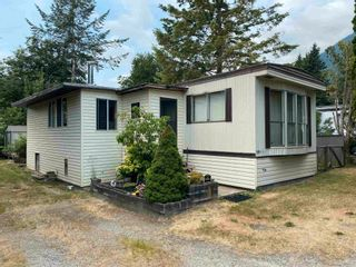 """Photo 1: 3 41711 TAYLOR Road in Mission: Dewdney Deroche Manufactured Home for sale in """"KELLY ESTATES"""" : MLS®# R2601762"""