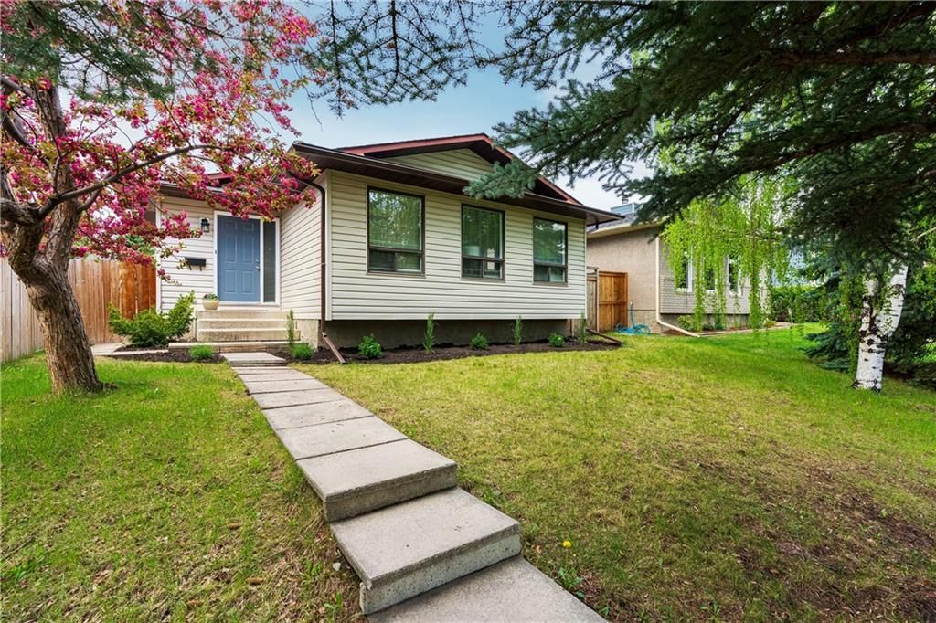 Main Photo: 115 WOODGLEN Road SW in Calgary: Woodbine Detached for sale : MLS®# C4299920