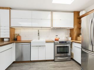 """Photo 11: 209 1195 W 8TH Avenue in Vancouver: Fairview VW Townhouse for sale in """"ALDER COURT"""" (Vancouver West)  : MLS®# R2560654"""