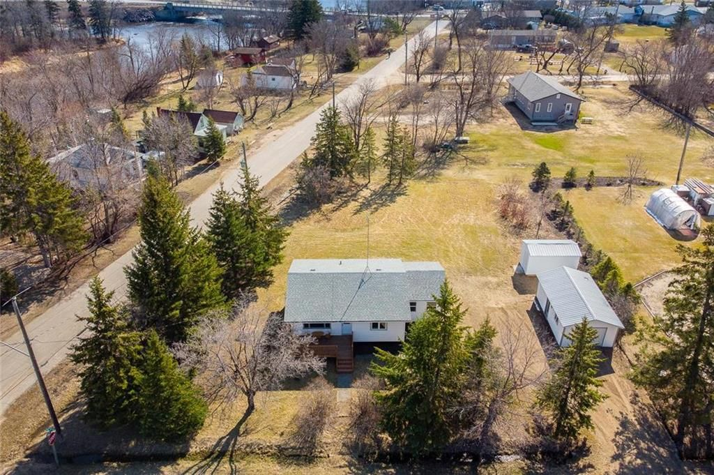 Main Photo: 31 Second Street West in Elma: Whitemouth Residential for sale (R18)  : MLS®# 202109524