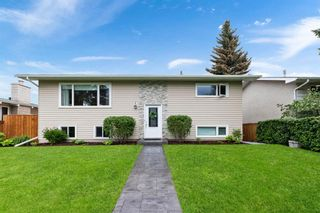 Main Photo: 432 Woodland Crescent SE in Calgary: Willow Park Detached for sale : MLS®# A1120193
