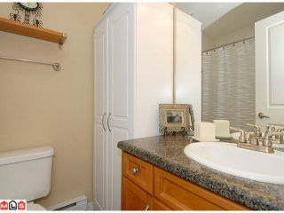 """Photo 9: 5 14921 THRIFT Avenue: White Rock Townhouse for sale in """"NICOLE PLACE"""" (South Surrey White Rock)  : MLS®# F1025156"""