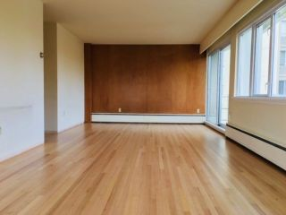 """Photo 2: 407 6026 TISDALL Street in Vancouver: Oakridge VW Condo for sale in """"Oakridge Towers Limited"""" (Vancouver West)  : MLS®# R2221019"""