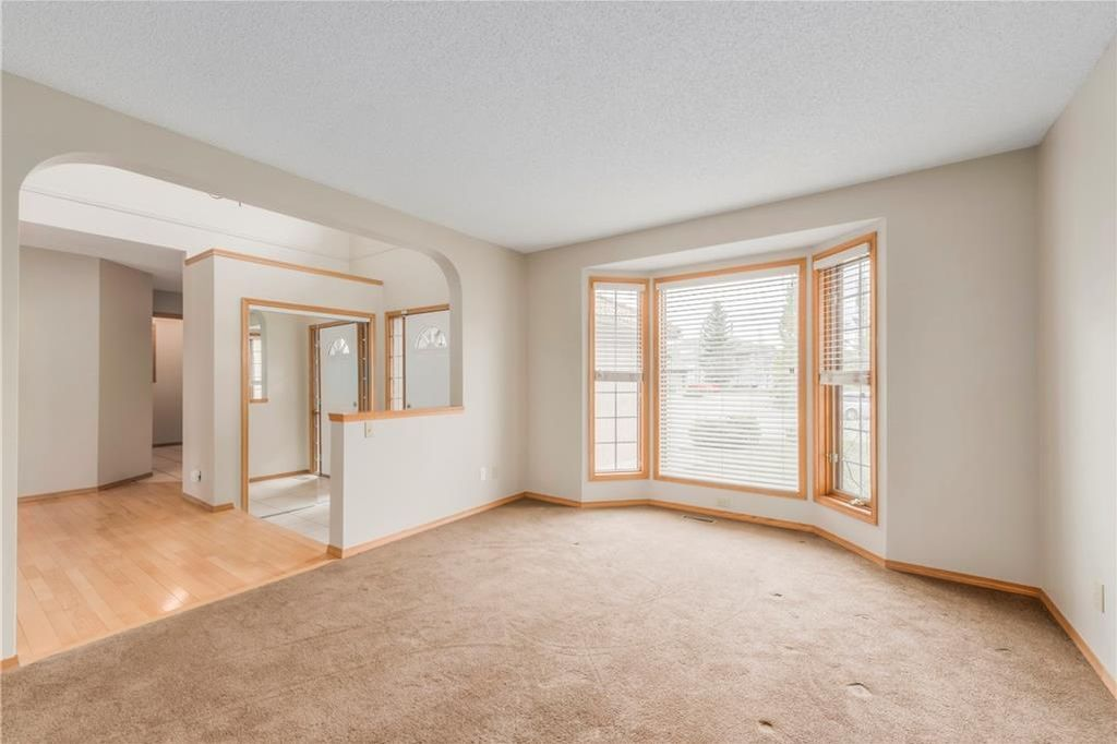 Photo 7: Photos: 2603 SIGNAL RIDGE View SW in Calgary: Signal Hill House for sale : MLS®# C4177922