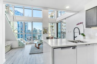 Photo 3: 1804 1238 Richards Street in Vancouver: Yaletown Condo for sale
