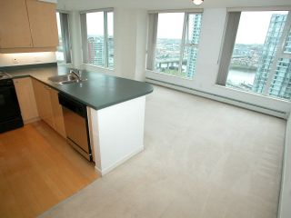 "Photo 2: 2007 1009 EXPO Boulevard in Vancouver: Downtown VW Condo for sale in ""LANDMARK 33S"" (Vancouver West)  : MLS®# V705605"