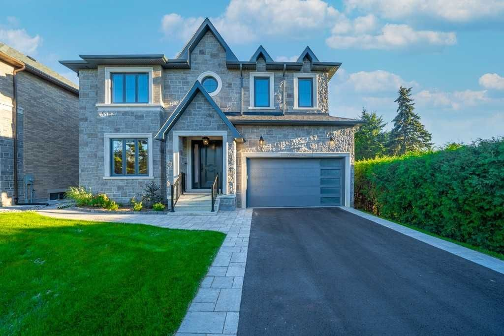 Main Photo: 7 Hillcourt Avenue in Whitby: Pringle Creek House (2-Storey) for lease : MLS®# E5385866