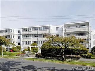 Photo 1: 101 1050 Park Blvd in VICTORIA: Vi Fairfield West Condo for sale (Victoria)  : MLS®# 570311