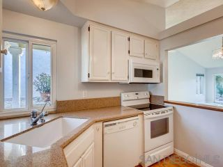 Photo 5: VISTA House for sale : 2 bedrooms : 1241 Longfellow Rd