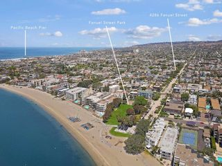 Photo 3: PACIFIC BEACH House for sale : 2 bedrooms : 4286 Fanuel St