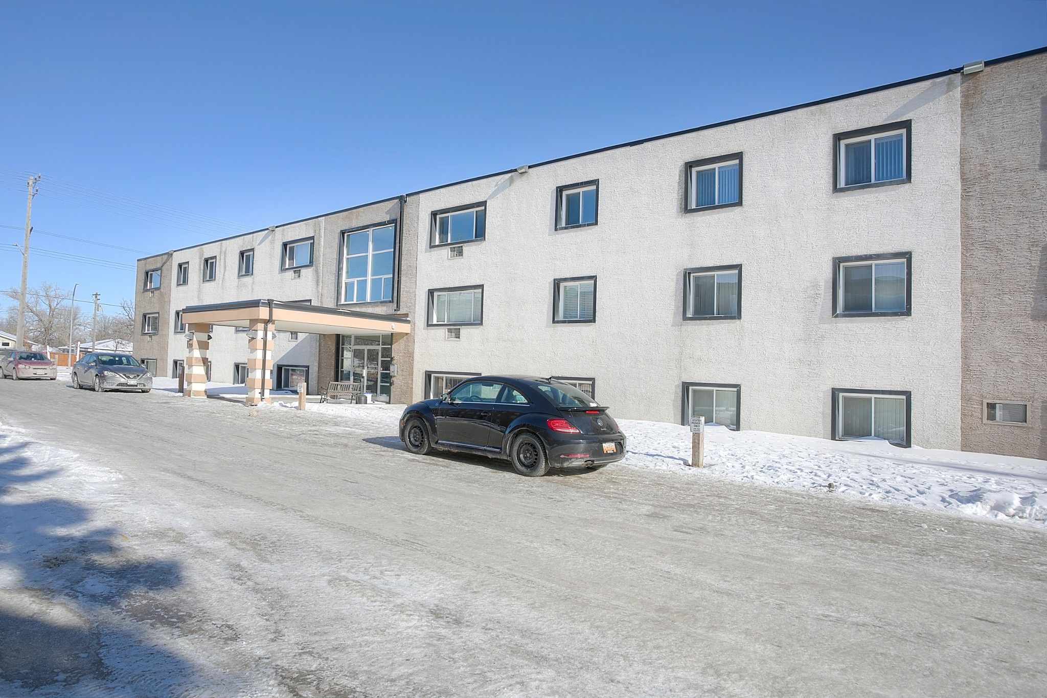 Main Photo: 206 1710 Taylor Avenue in Winnipeg: River Heights South Condominium for sale (1D)  : MLS®# 202102836