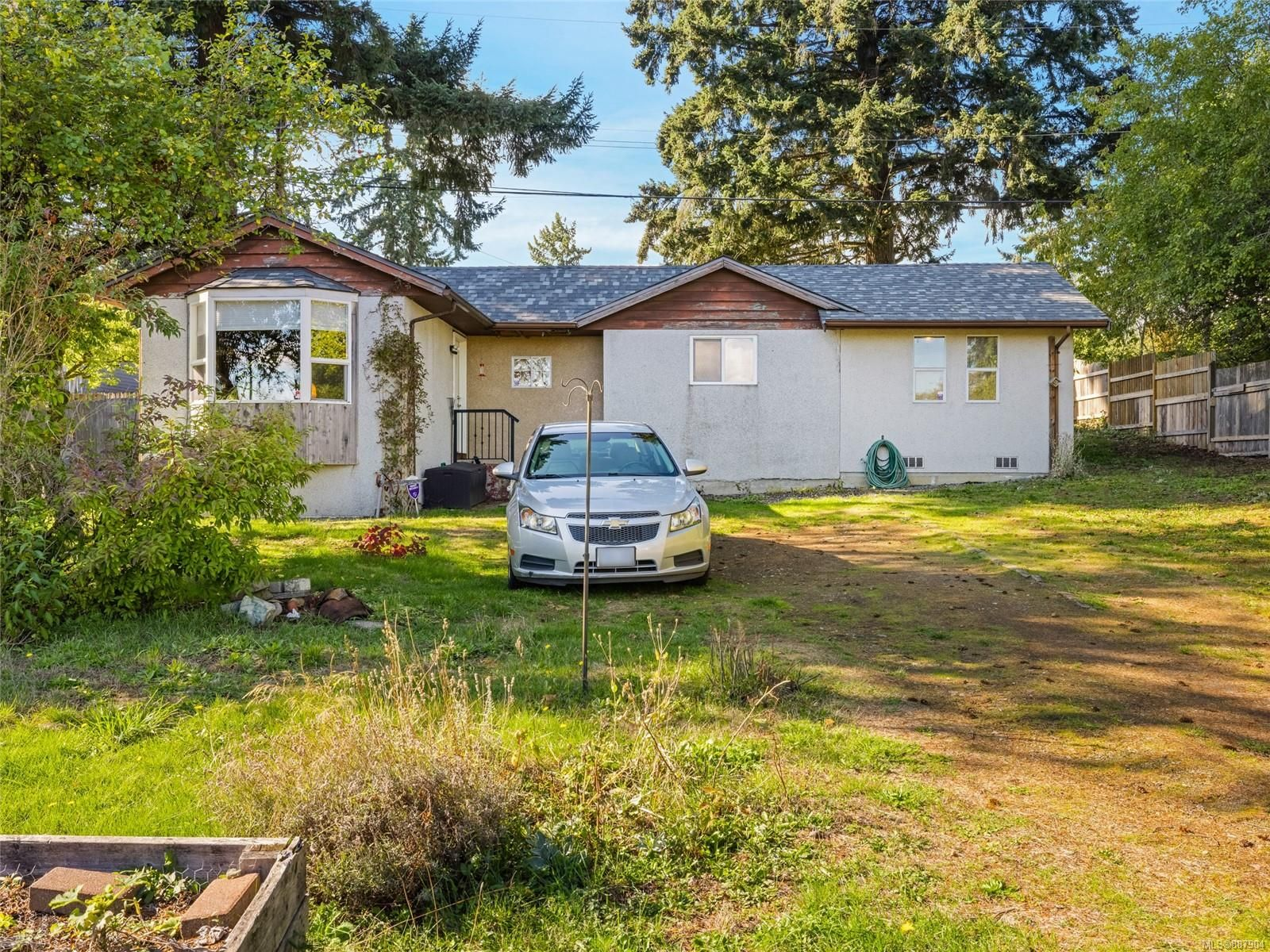 Main Photo: 627 Lambert Ave in : Na University District House for sale (Nanaimo)  : MLS®# 887904