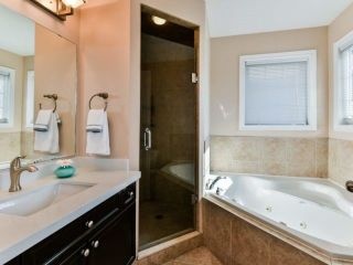 Photo 10: 2461 Felhaber Cres in Oakville: Iroquois Ridge North Freehold for sale : MLS®# W4071981