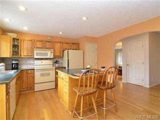Photo 3: 251 Heddle Ave in VICTORIA: VR View Royal House for sale (View Royal)  : MLS®# 717412