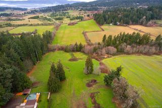 Photo 2: 1814 Jeffree Rd in : CS Saanichton House for sale (Central Saanich)  : MLS®# 797477
