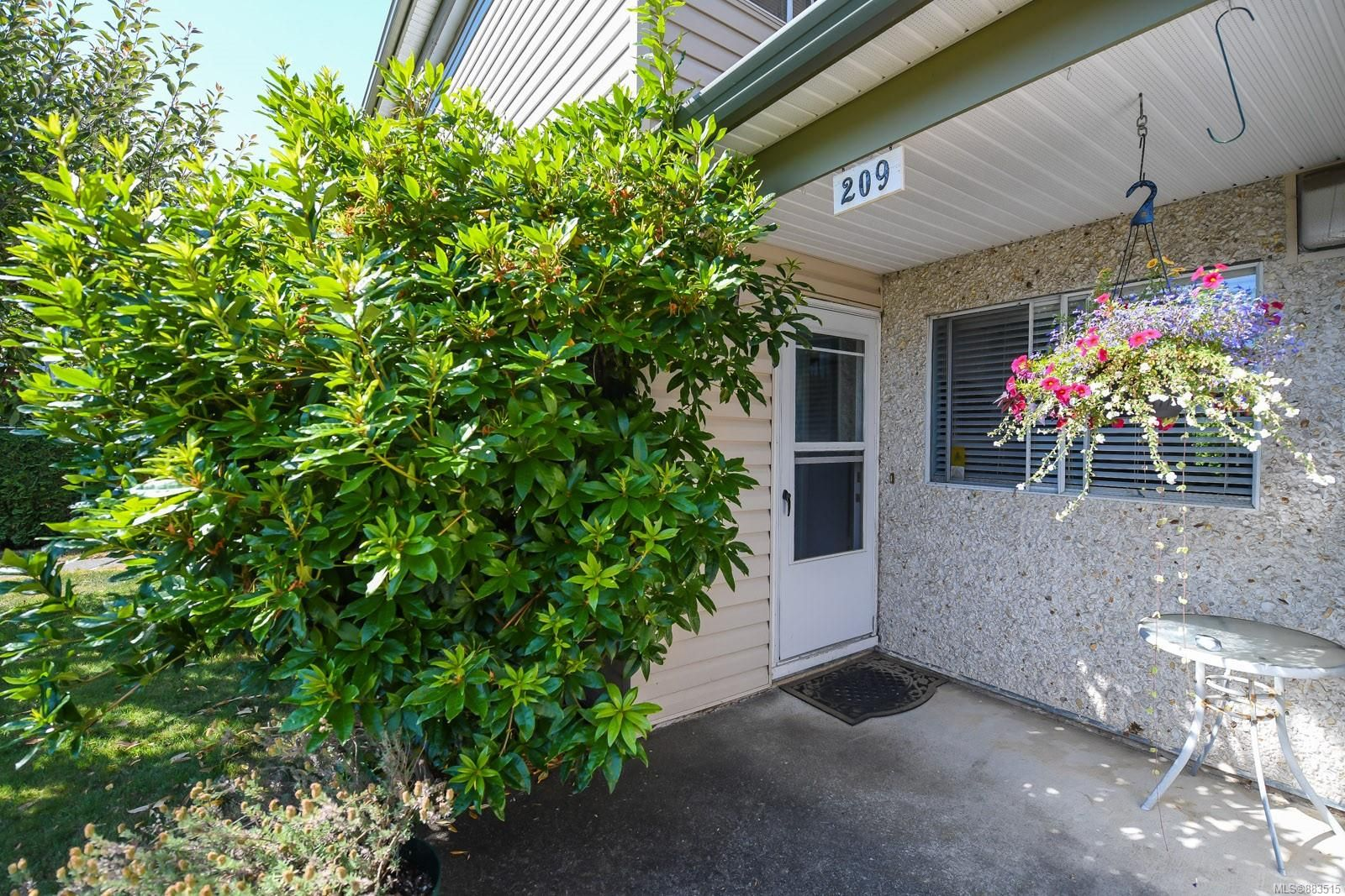 Main Photo: 209 1537 Noel Ave in : CV Comox (Town of) Row/Townhouse for sale (Comox Valley)  : MLS®# 883515