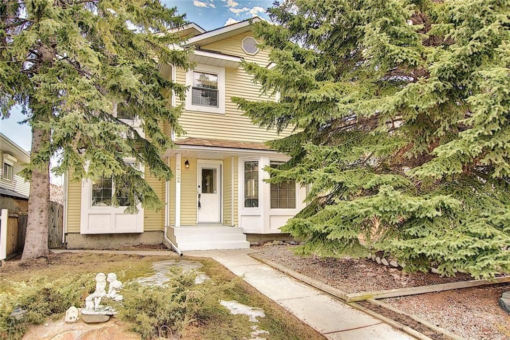 Main Photo: 262 SANDSTONE Place NW in Calgary: Sandstone Valley Detached for sale : MLS®# C4294032
