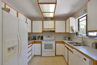 Photo 12: 1042 FAIRVIEW Road in Gibsons: Gibsons & Area House for sale (Sunshine Coast)  : MLS®# R2589107