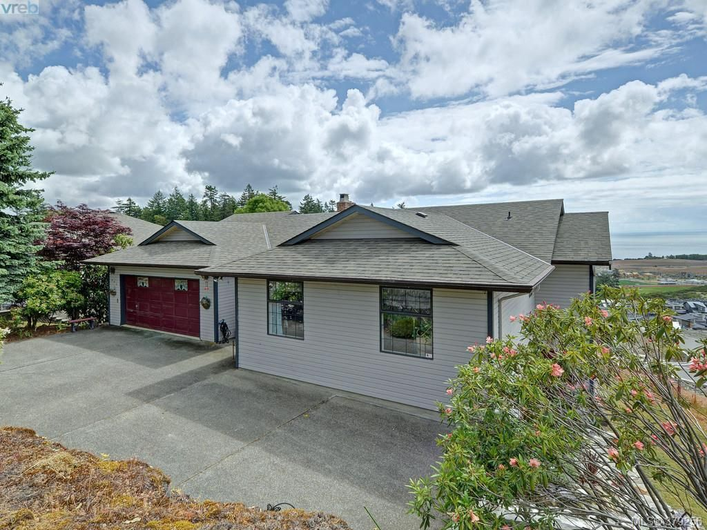 Photo 7: Photos: 543 Delora Drive in Victoria: Co Triangle House for sale (Colwood)  : MLS®# 379256