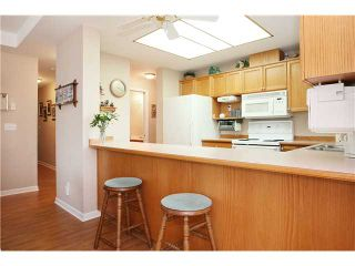 "Photo 6: 305 11609 227TH Street in Maple Ridge: East Central Condo for sale in ""EMERALD MANOR"" : MLS®# V892769"