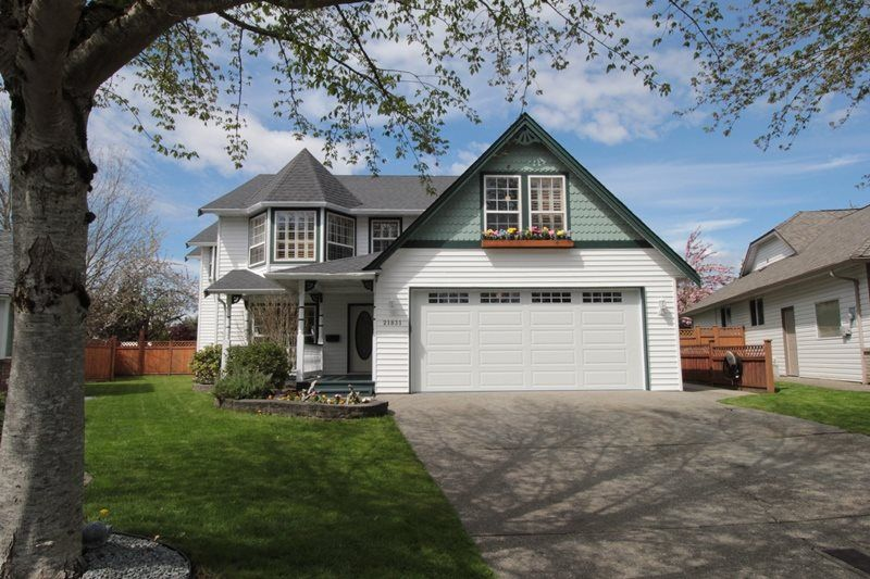 """Main Photo: 21831 44A Avenue in Langley: Murrayville House for sale in """"Murrayville"""" : MLS®# R2163598"""