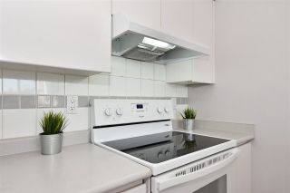"""Photo 7: 903 9623 MANCHESTER Drive in Burnaby: Cariboo Condo for sale in """"STRATHMORE TOWERS"""" (Burnaby North)  : MLS®# R2004016"""