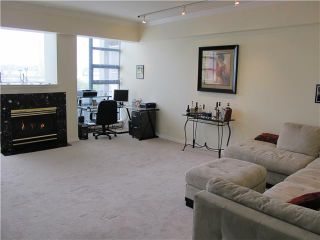 Photo 3: 102 98 10TH Street in New Westminster: Downtown NW Condo for sale : MLS®# V946343