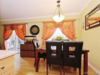 Photo 5: 418 W Burnside Rd in VICTORIA: SW Tillicum Row/Townhouse for sale (Saanich West)  : MLS®# 743664