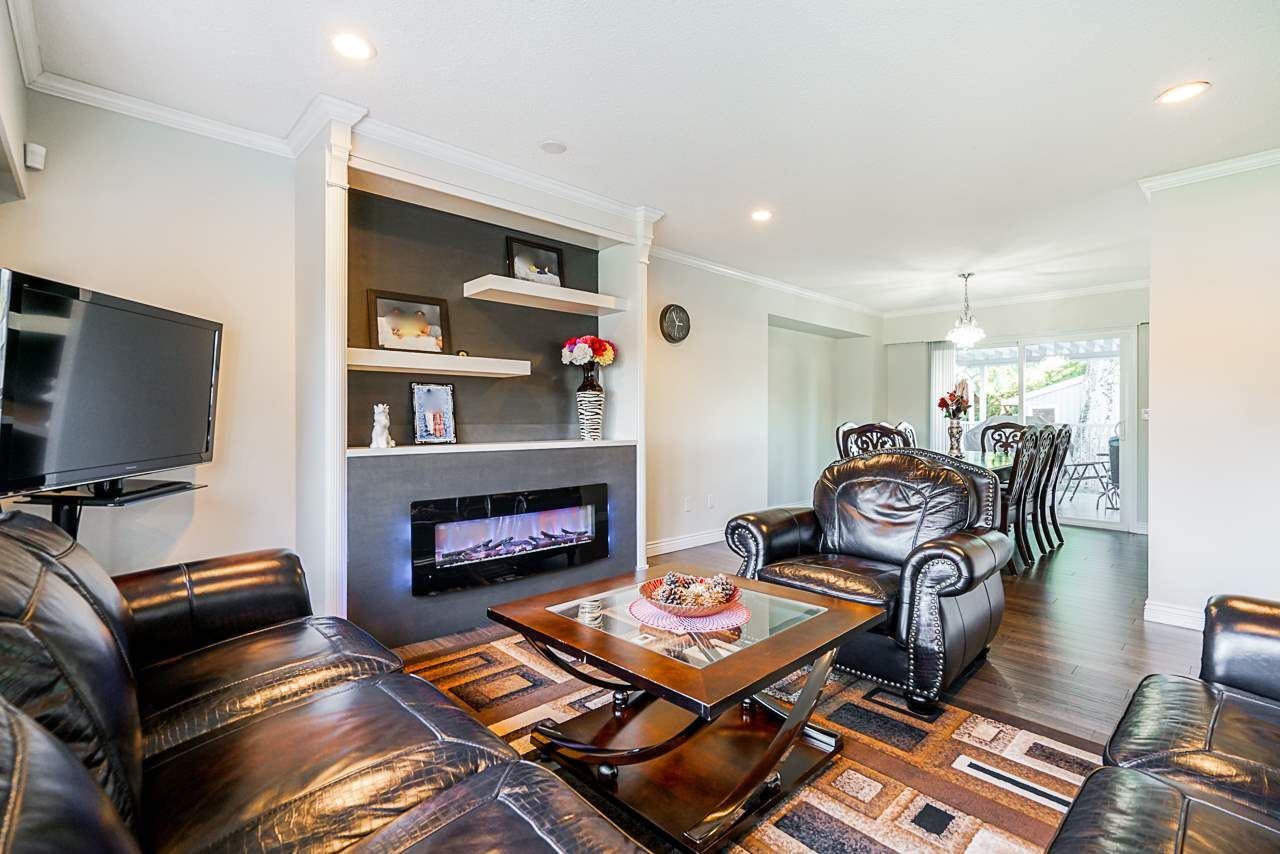 Photo 5: Photos: 12860 CARLUKE Crescent in Surrey: Queen Mary Park Surrey House for sale : MLS®# R2516199