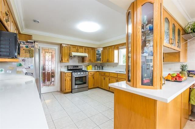Photo 4: Photos: 14322 70A Avenue in Surrey: East Newton House for sale : MLS®# R2232090