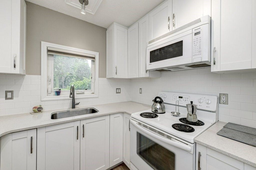 """Main Photo: 4299 BRIDGEWATER Crescent in Burnaby: Cariboo Townhouse for sale in """"Village Del Ponte"""" (Burnaby North)  : MLS®# R2380680"""