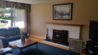 """Photo 2: 14944 RAVEN Place in Surrey: Bolivar Heights House for sale in """"birdland"""" (North Surrey)  : MLS®# R2085954"""
