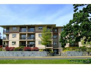 Photo 1: 304 1694 Cedar Hill Cross Rd in VICTORIA: SE Mt Tolmie Condo for sale (Saanich East)  : MLS®# 504213