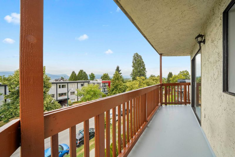 FEATURED LISTING: 6 - 636 8TH Avenue East Vancouver