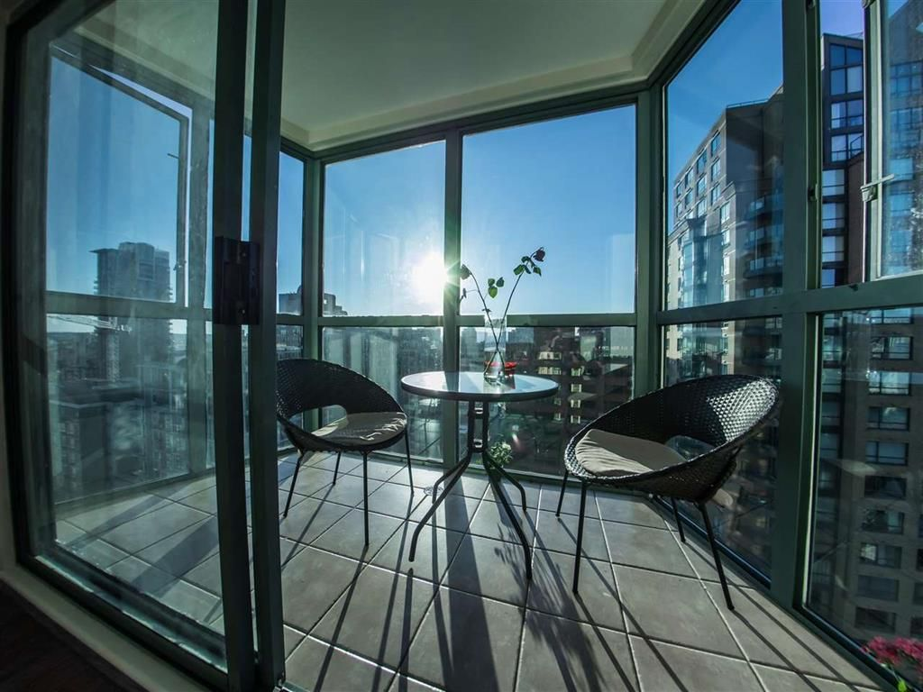 Main Photo: 2001 1188 HOWE Street in VANCOUVER: Downtown VW Condo for sale (Vancouver West)  : MLS®# R2085455